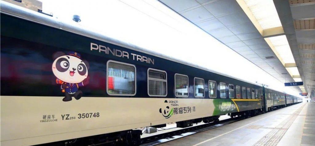 В Китае запустили туристический панда-поезд
