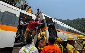 Си Цзиньпин выразил соболезнования погибшим в железнодорожной аварии на Тайване
