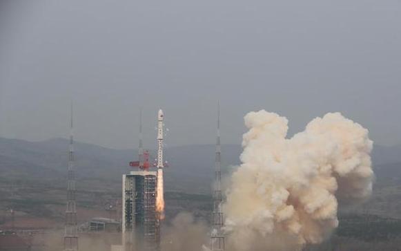 Китайская ракета-носитель для запуска грузового космического корабля доставлена на космодром