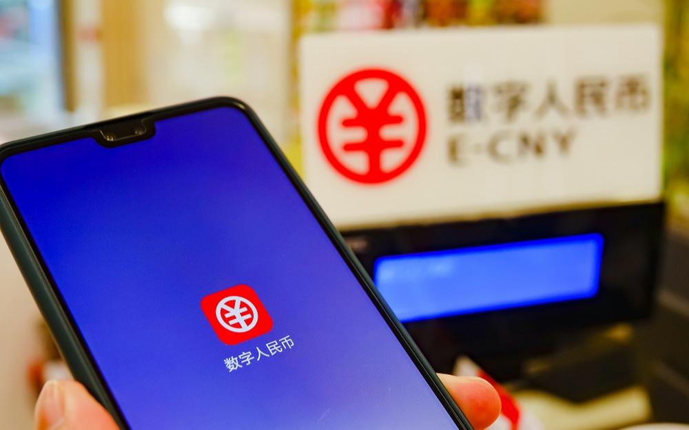 Цифровой юань применяется на более 1,32 млн тестовых площадках