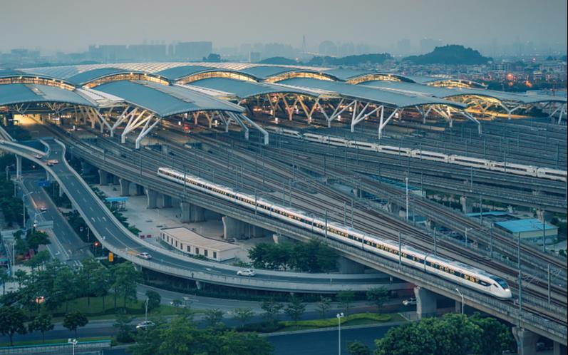 Суточный пассажиропоток на железных дорогах Китая превысил доэпидемический уровень