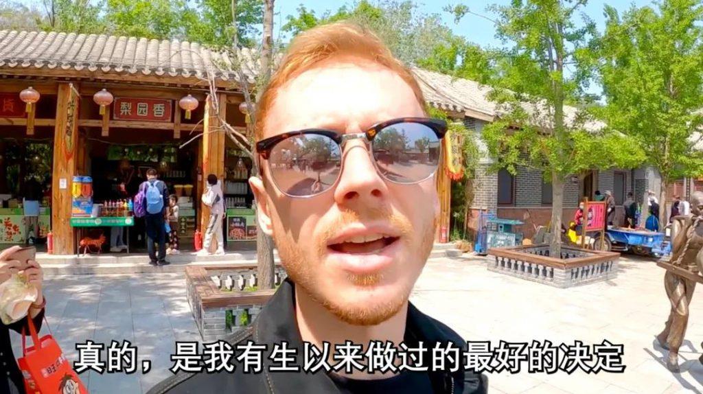 Видео-блогер: «Как хорошо, что я сейчас в Китае!»