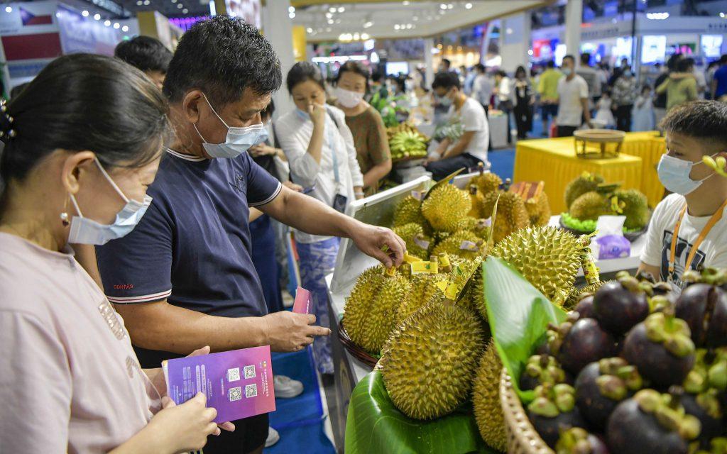 Бум контрактов на первой Китайской международной выставке потребительских товаров