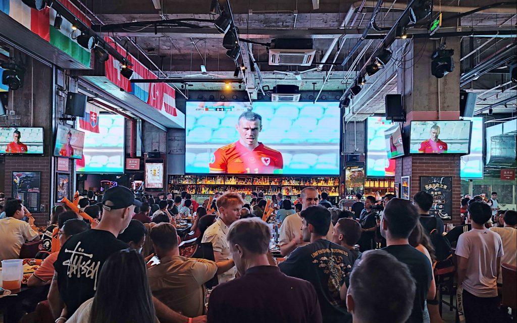 Трансляции Чемпионата Европы по футболу способствуют развитию ночной экономики Шанхая