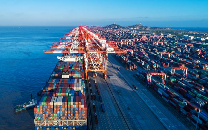 Китай смягчает давление на внешнеторговые компании от колебаний цен на сырьевые товары