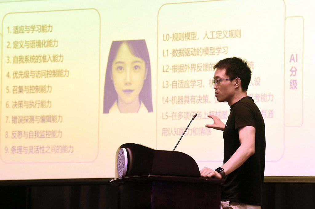 Первая в Китае виртуальная студентка поступила в университет Цинхуа