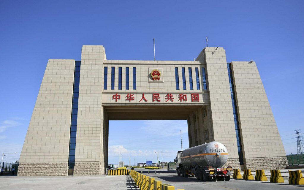 В КПП Алашанькоу в Синьцзяне активно развивается трансграничная электронная торговля