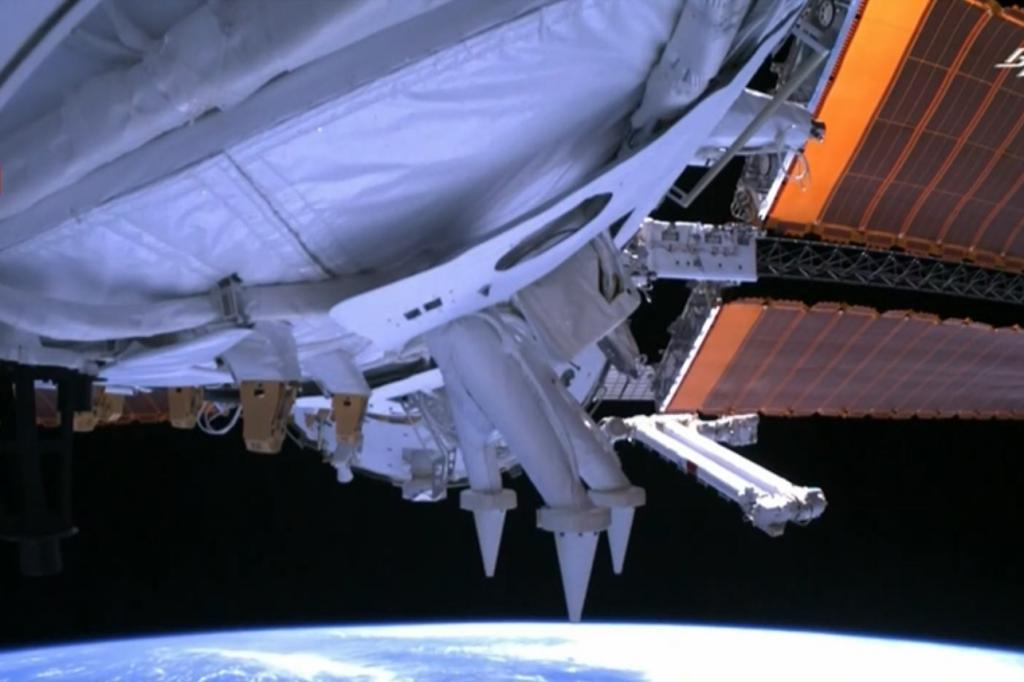 Красота Земли с камер на «Тяньхэ» – основном модуле китайской космической станции