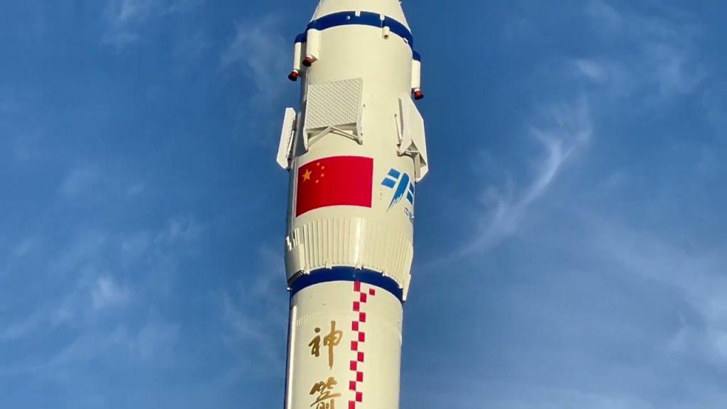 Китай готовится к запуску пилотируемого космического корабля «Шэньчжоу-12» на орбитальную станцию