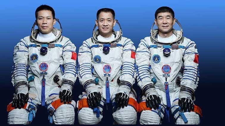 Китайские тайконавты, находящиеся на борту космической станции «Тяньхэ», поздравили всех с праздником Циси — китайским днем влюбленных. И вот что они пожелали!