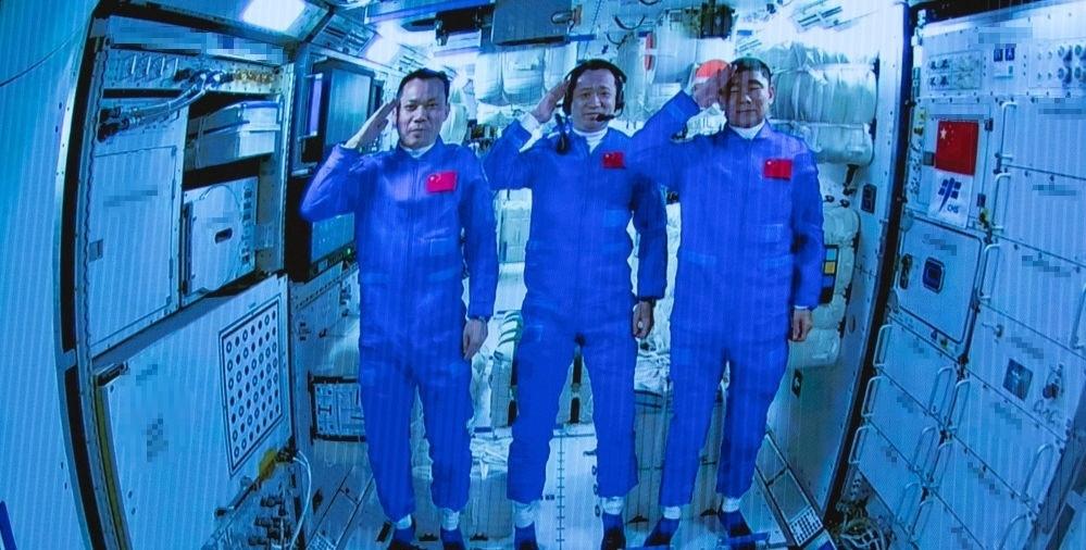 Китайские космонавты вернутся домой после завершения самой продолжительной космической миссии