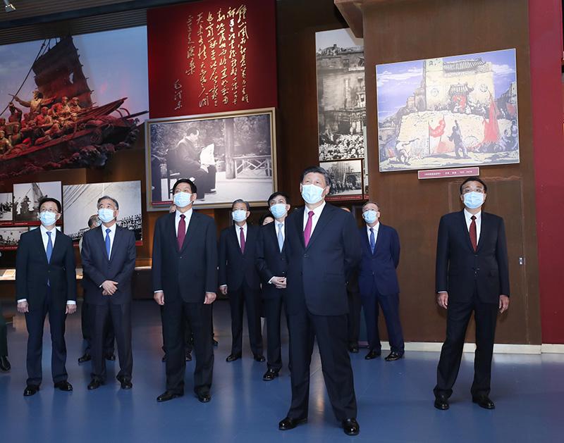 Си Цзиньпин посетил выставку истории КПК «Не забывай, с чего начал, и твердо помни о своей цели»