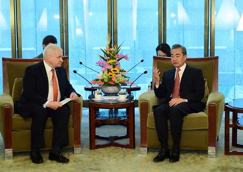 Глава МИД КНР принял участие в приеме по случаю 20-летия подписания Договора о добрососедстве, дружбе и сотрудничестве между КНР и РФ
