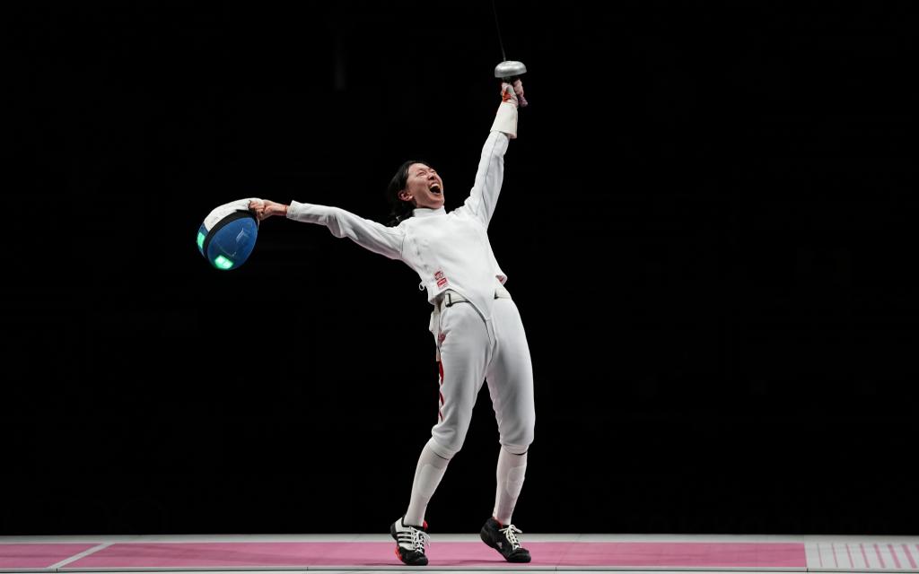 Китайская фехтовальщица Сунь Ивэнь завоевала золотую медаль на Олимпиаде