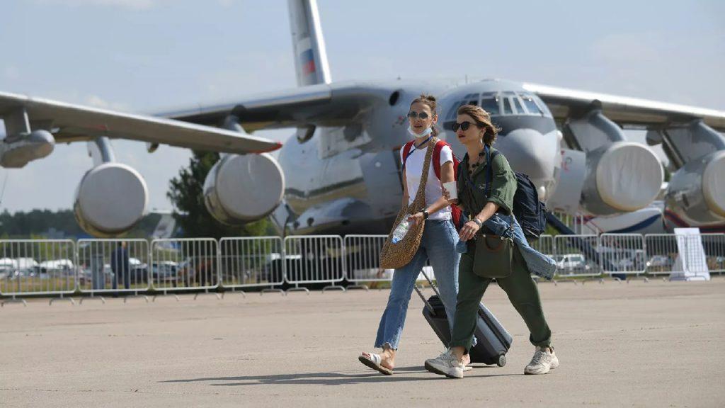 Путину на МАКС-2021 показали новый российский военный истребитель