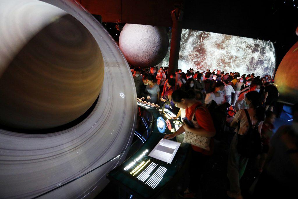 Крупнейший в мире планетарий открылся в Шанхае