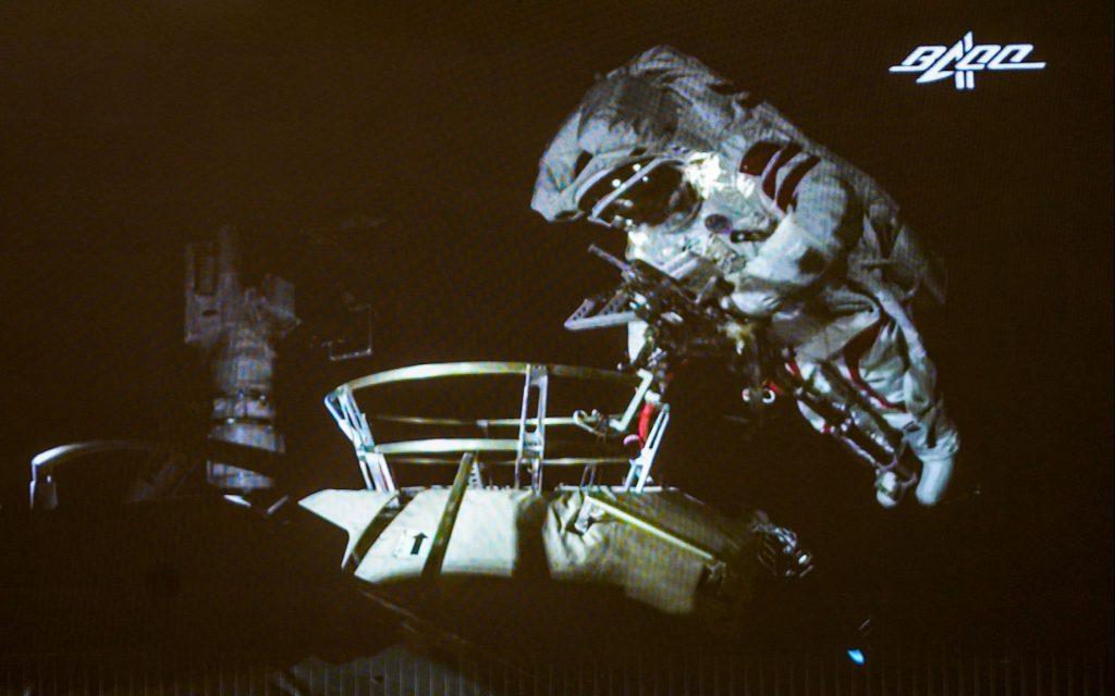 Выход китайских танконавтов в открытый  космос.