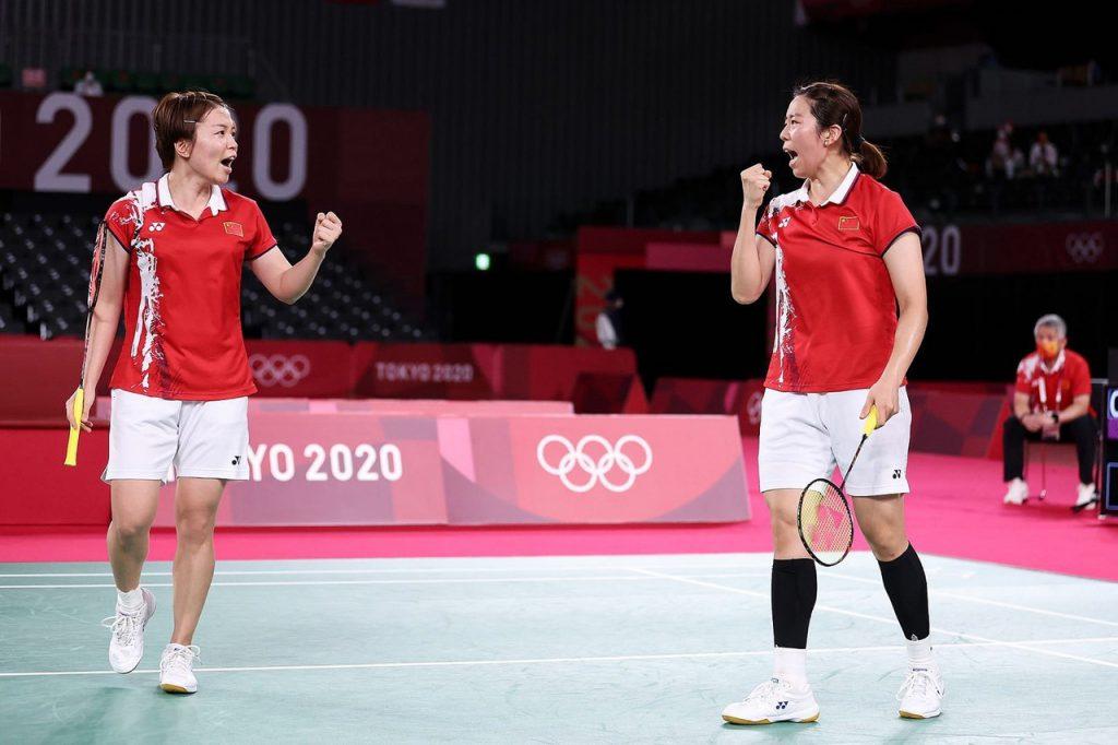Китаянки Чэнь Цинчэнь и Цзя Ифань завоевали серебряные медали