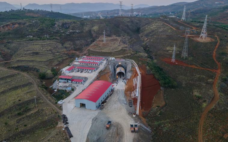 Окончено сооружение туннелей новой высокоскоростной железной дороги в провинции Юньнань