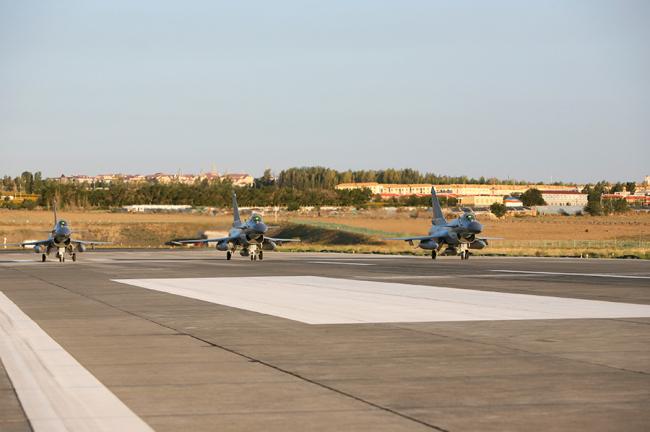Китайские военные самолеты J-10B, J-16 и Y-20 впервые примут участие в Армейских международных играх