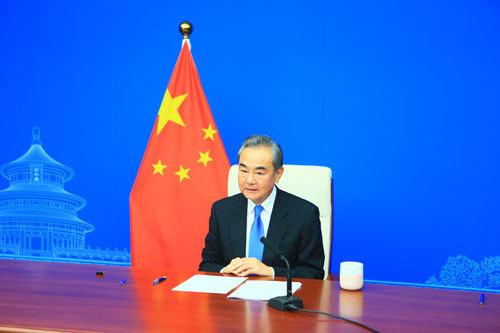 Глава МИД КНР провел встречу с генеральным секретарем ООН по видеосвязи