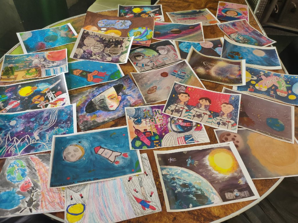 Компетентное жюри выбирает работы по конкурсу детских рисунков