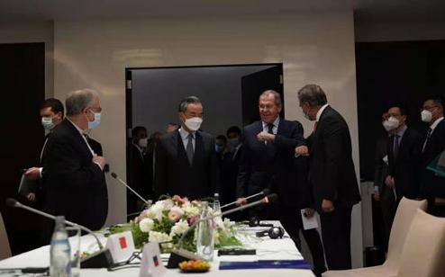 Ван И присутствовал на неофициальной встрече с участием Китая, России, Пакистана и Ирана, посвященной Афганистану