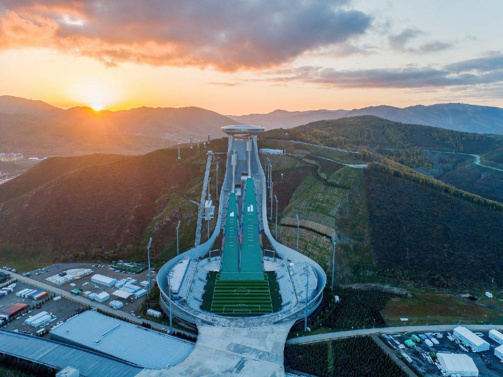 Внешний вид стадиона «Национальный центр по прыжкам на лыжах с  трамплина»