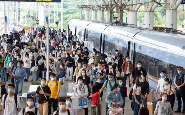 В шестой день каникул по случаю Дня образования КНР по всей стране наблюдается пик обратного пассажиропотока